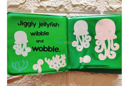 Splish-Splash-Ocean-Colour-Changing-Bath-Book-3.jpg